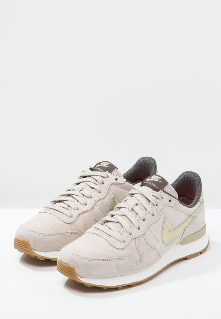 sale nike internationalist premium femme beige f6d1e d62a7