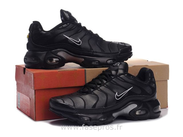 basket homme tn nike requin